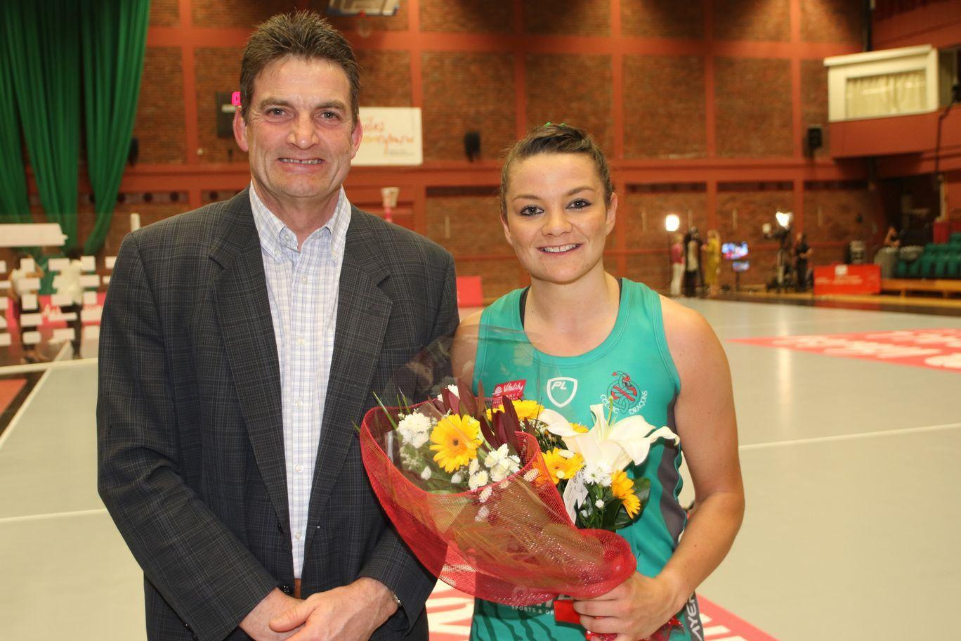 WD Nia Jones awarded Player of the Match by Dr Tudor Williams, Director of Sport at the University of South Wales. USW are 2018 Celtic Dragons partners providing industry leading S&C, facilities, analysis and sports psychology support to the squad.